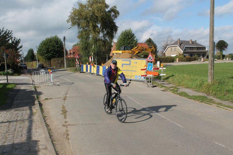 Hier komt de nieuwe fietsoversteekplaats aan het kruispunt van de Frans Luckx en de Fransvan der Steenstraat.