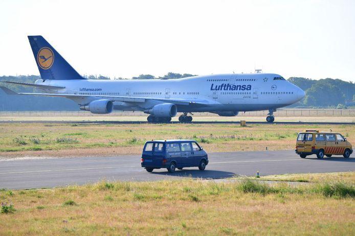 De eerste Boeing 747-400 van Lufthansa is geland op Twente Airport