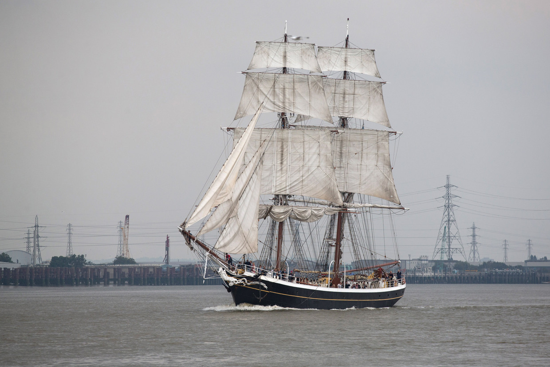 Een schip bevaart de Theems.  Beeld Getty Images