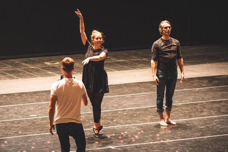 In de Opera van Gent heeft de nieuwe Qmusic-dj Inge De Vogelaere deze namiddag een professionele jury verbluft met een balletoptreden.