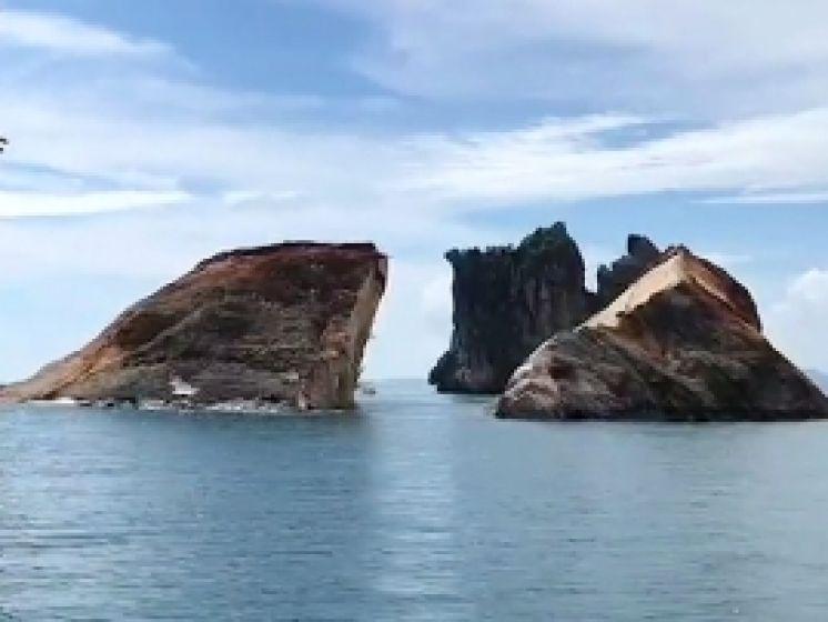 Un îlot rocheux de 30.000 tonnes brisé en deux par une tempête