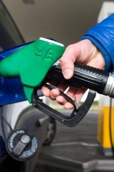 Benzineprijs schiet omhoog: hier in Woerden tank je nog snel voordelig