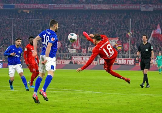 Leon Goretzka met ene heerlijke goal tegen Schalke 04..