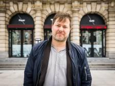"""UGent reikt eredoctoraat uit aan theatermaker Milo Rau (NTGent): """"Hij zet publiek aan om buiten gebaande paden te treden"""""""
