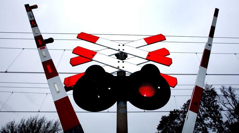 Cameratoezicht bij een spoorwegovergang in Santpoort.  Beeld ANP XTRA