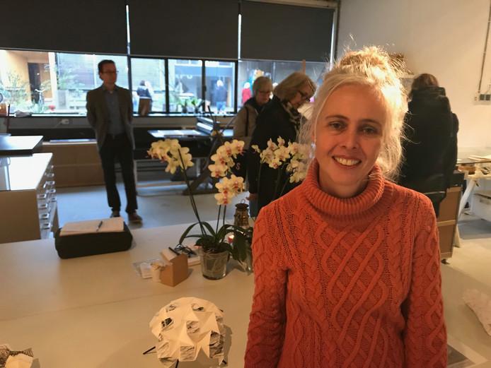 Beeldend kunstenaar Véronique Driedonks presenteerde tijdens de DDW haar nieuwe werk.