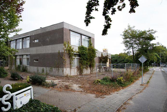 Groen bij Notariaat Deurne is grotendeels verwijderd.
