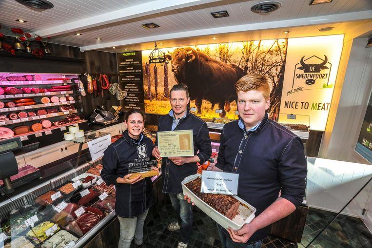 Liselotte D'Hoore, Kevin Coudeville en Luiz Deblaere van slagerij De Smedenpoort.