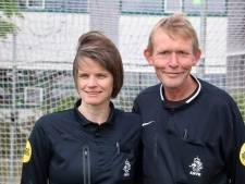 Sandra (49) fluit wedstrijd ter ere van haar overleden man: 'Prachtig dat ik het duel mag leiden'