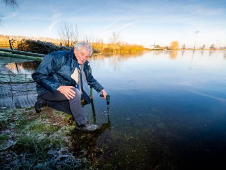 Schaatskoorts heerst in Alblasserdam: 'De baan ligt dicht, maar het ijs is nog te dun'