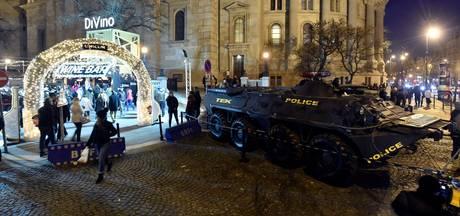 Pantserwagens beschermen kerstmarkt Boedapest