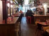 Horecanieuws: Bij restaurant Pickles worden de hamburgers geserveerd met wijn