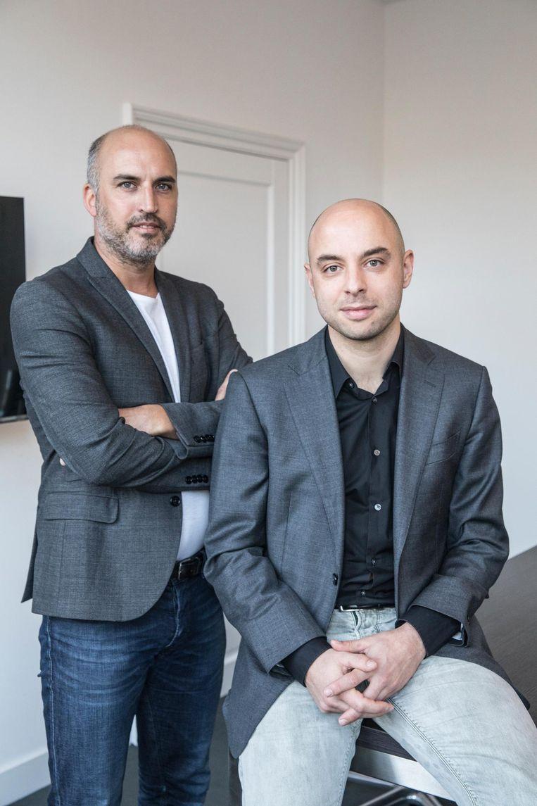 Richard van der Linde (r) van de Depositobank, met collega Dave Dirks Beeld null