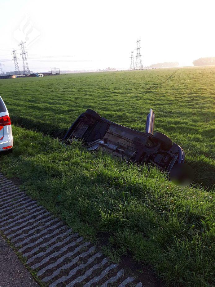 De auto ging kopje onder in de sloot aan de Boerweg.