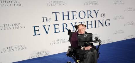 Rolstoel Stephen Hawking onder de hamer in Londen