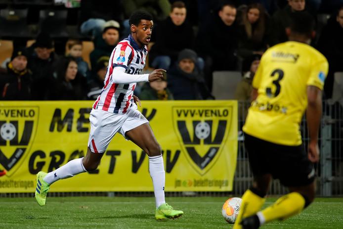 Willem II'er Alexander Isak in actie tegen VVV-Venlo.