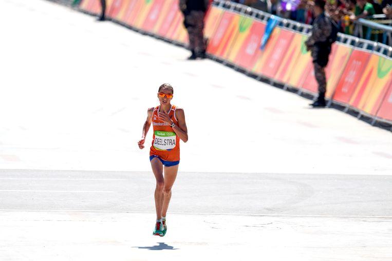 Marathonloper Andrea Deelstra op de Olympische Spelen in Rio de Janeiro. Beeld ANP