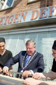 1.838 Arnhemmers doen zegje  over nieuwe burgemeester