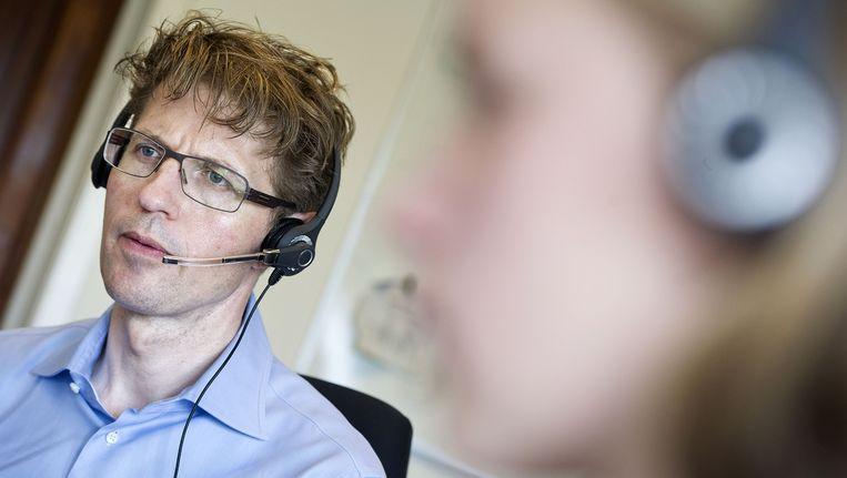 Staatssecretaris Sander Dekker (Onderwijs) bij het belteam van het Landelijk Aktie Komitee Scholieren (LAKS). Beeld anp