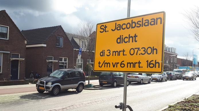 Albert Heijn XL aan de St. Jacobslaan in Nijmegen gaat vanaf zaterdag bijna vier weken dicht. De St. Jacobslaan zelf ook, maar 'slechts' vier dagen.