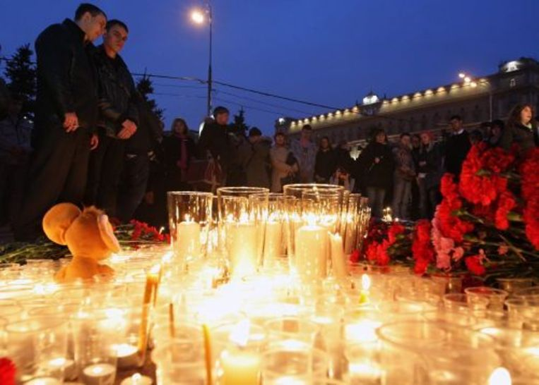 Mensen komen bij het Lubyanka metrostation bijeen om de slachtoffers van de aanslagen te herdenken. ANP Beeld