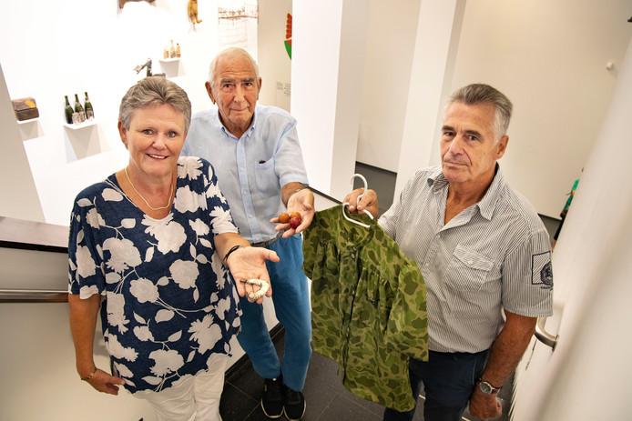 Miriam Castelijns met de dubbeltjesarmband, Jos Coppen met biljartballetjes en Pieter Dovens met de bloes.