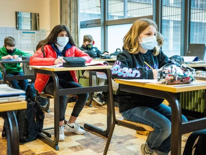 Secundair onderwijs krijgt afkoelingsperiode in week voor krokusvakantie - Vlaanderen krijgt volgende week 42 procent minder Pfizer-vaccins