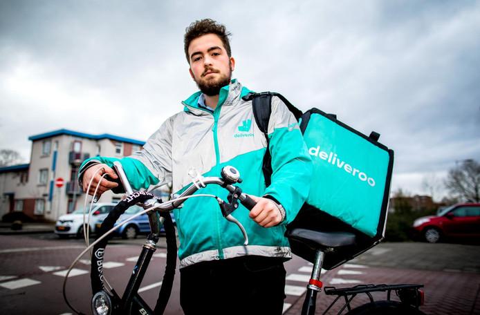 De Amsterdamse maaltijdbezorger Sytze Ferwerda (20) spande een rechtszaak aan tegen Deliveroo.