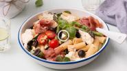 Zonnige salade van pasta en asperges
