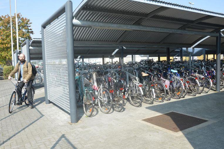 De fietsenstallingen worden extra beveiligd om het hoge aantal fietsdiefstallen tegen te gaan.
