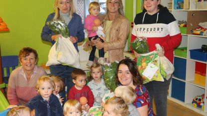 Lokaal bestuur zet kinderbegeleiders in de bloemen