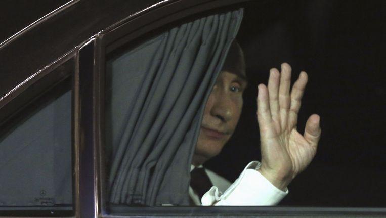 De Russische president Poetin was gisteravond te gast bij de Franse president Hollande op het Elysee Paleis in Parijs. Negentien staatshoofden en regeringsleiders zullen vandaag de herdenkingsceremonie voor D-Day in Normandië bijwonen, maar die gelegenheid wordt vooral aangegrepen voor crisisdiplomatie over de oorlog in het oosten van Oekraïne. Beeld reuters