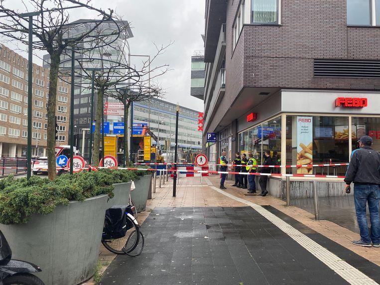 Ook enkele winkels werden ontruimd vanwege de lek. Beeld Het Parool