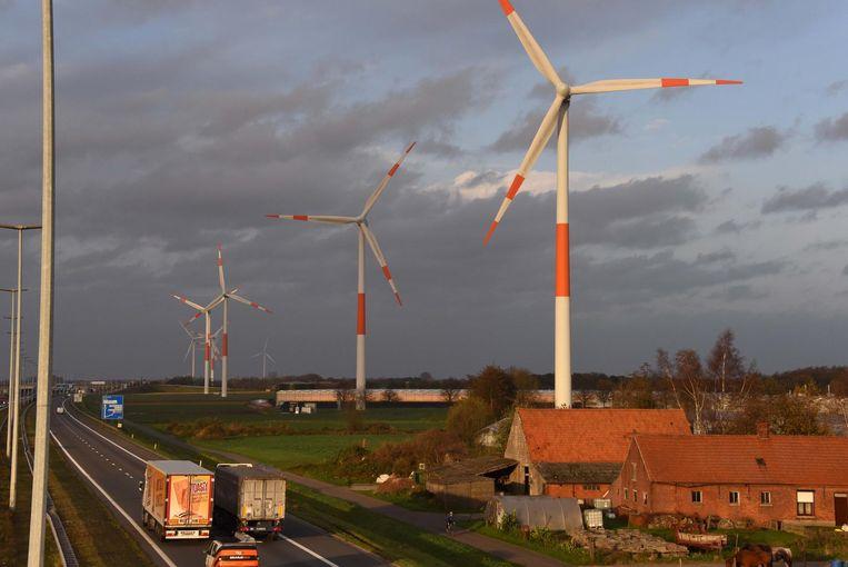 Windmolens langs de E19 ter hoogte van Meer.