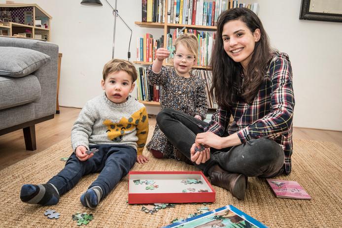 Lynn Berger schreef een boek over misverstanden en feiten over het tweede kind. ,,Voor mijn zoon kreeg ik opvallend minder kaartjes dan voor mijn dochter.''