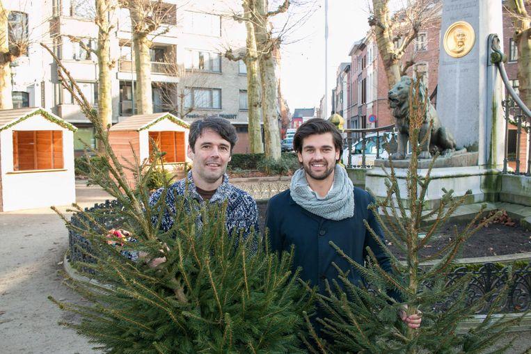 """Organisator Emanuel Durinck (rechts): """"Op het prachtige Regentieplein wordt de rest van het jaar al helemaal niks georganiseerd. Dan is het zo jammer dat een groep buurtbewoners zelfs die drie dagen gezellige kerstsfeer niet voor hun deur willen."""""""