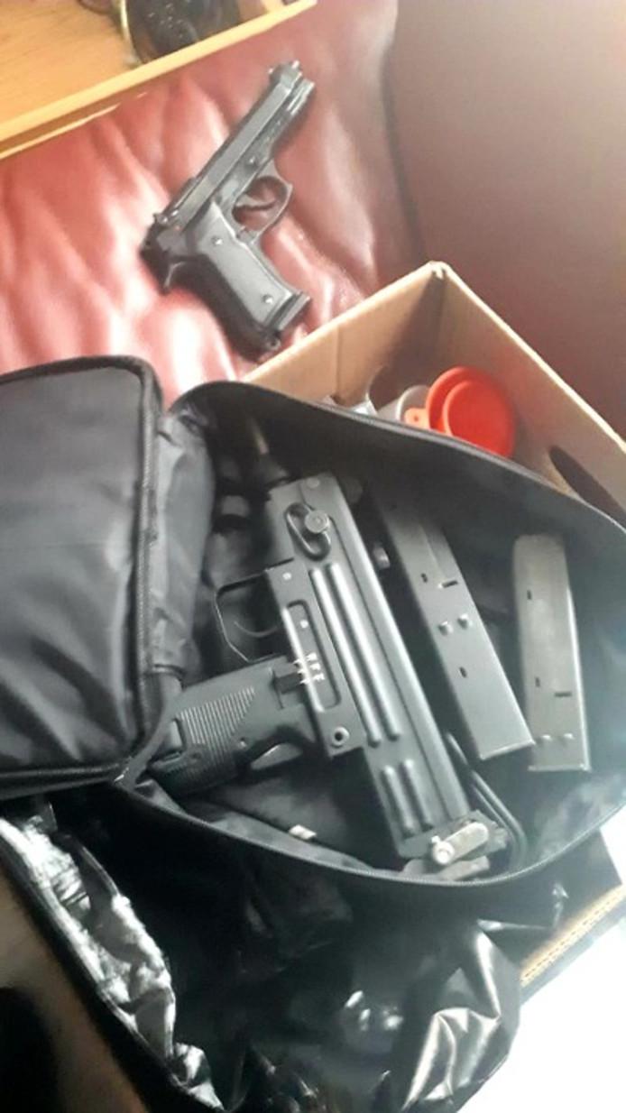 Een van de wapens die werden aagetroffen.