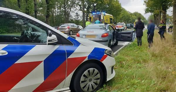 Weer is het raak op de Gronausestraat: kettingbotsing met drie auto's.