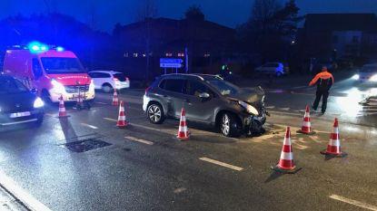 Geen voorrang verleend: twee gewonden bij ongeval op kruispunt