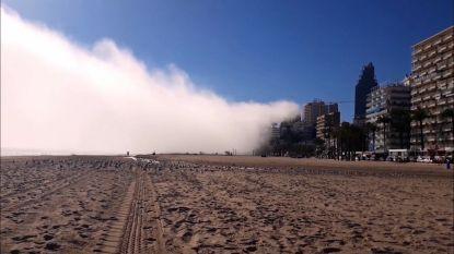 Time-lapse: onheilspellende wolk slokt strand Benidorm op