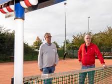 Dubbelspel mag bij tennisclub Ommen, maar wel af en toe een balletje laten lopen