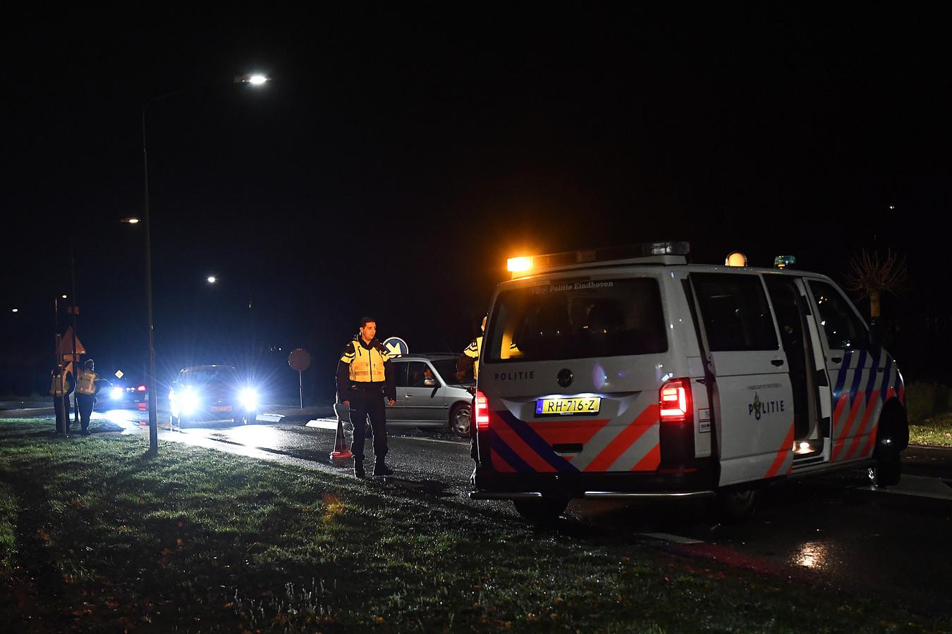 De Raamweg richting Katwijk was gebarricadeerd. Je mag er zonder reden niet in. Ook bij Linden staat politie.