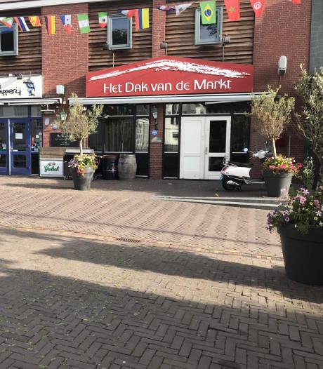 Granaat voor deur Dak van de Markt in Veenendaal: politie zoekt man met lichte handschoenen