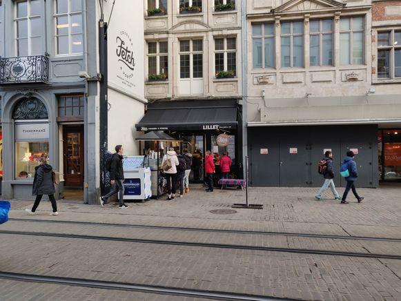 Wafelrestaurant Fetch, met net voor de zaak een mobiel kraampje.