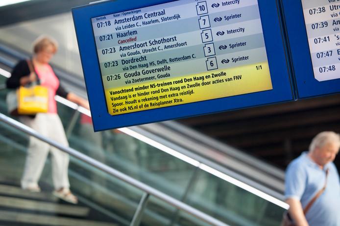 De Nederlandse Spoorwegen mogen de actievoerende machinist Teus Flierman ontslaan. Dat heeft de rechtbank in Lelystad beslist. Flierman is lid van het Amsterdams Machinisten Kollektief (AMK).