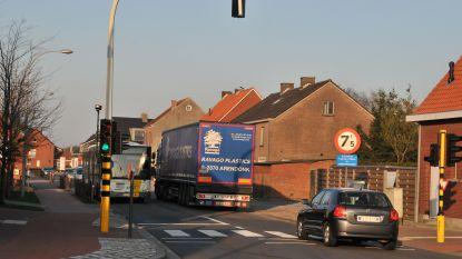 Vrachtwagens worden gebannen uit dorpskern Kluizen