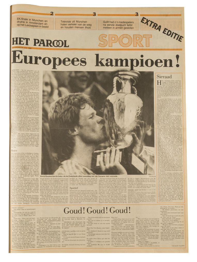 Op de dag dat het Nederlands elftal in München Europees kampioen werd, 25 juni 1988, kwam de krant met een extra editie op zondag. Beeld Maarten Steenvoort