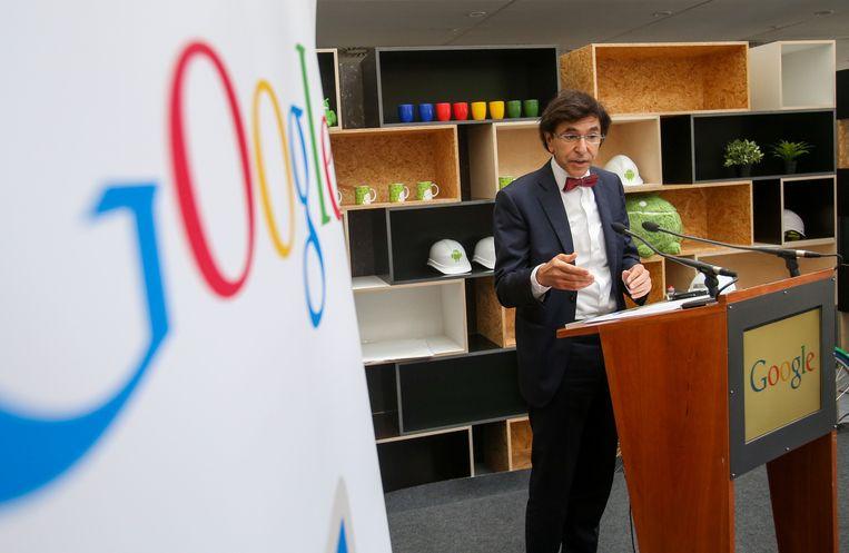 Burgemeester Elio Di Rupo tijdens de inhuldiging van het tweede datacenter.