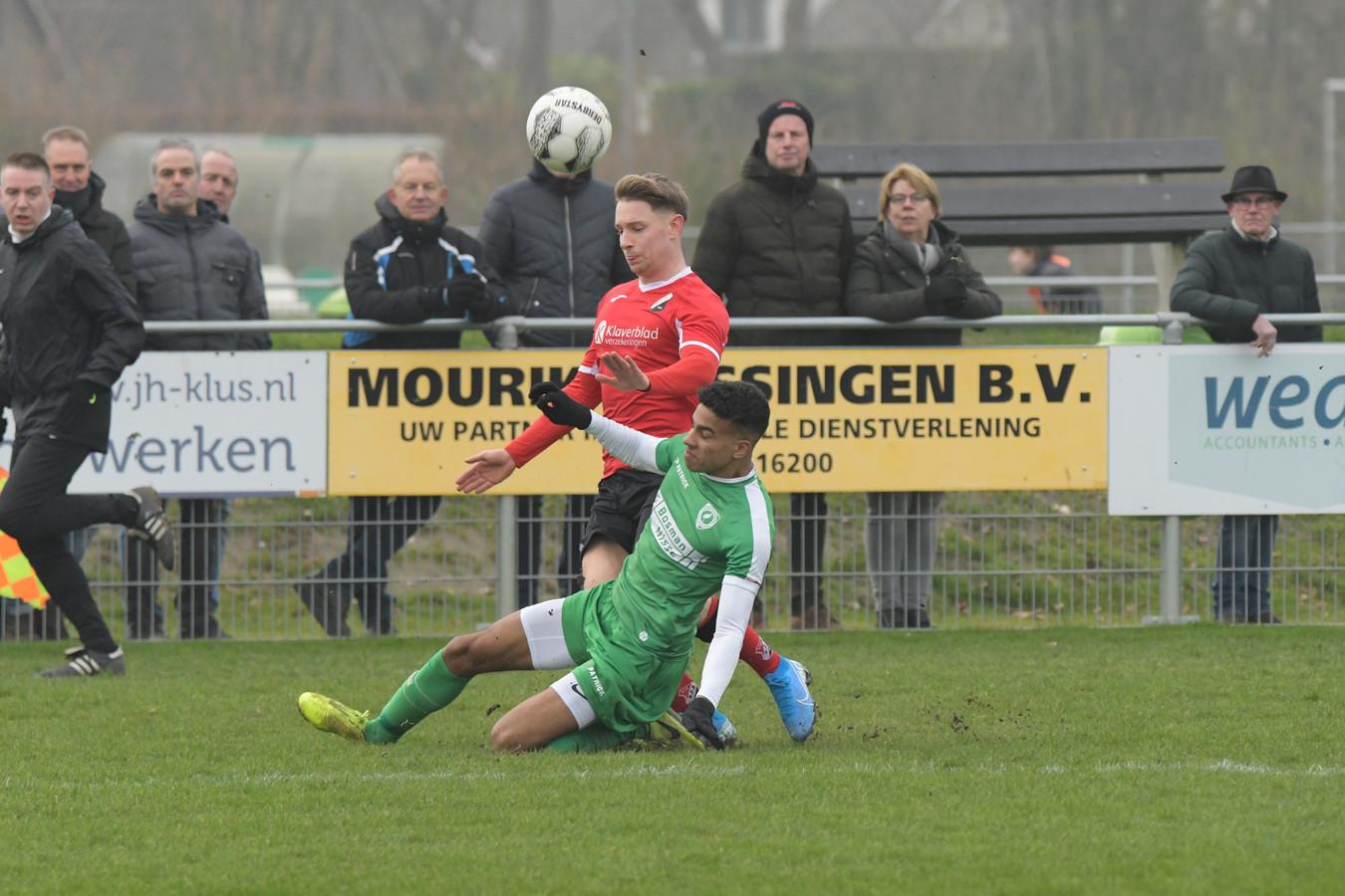 Luctor Heinkenszand (groen) en RCS in actie in hun onderlinge topper.
