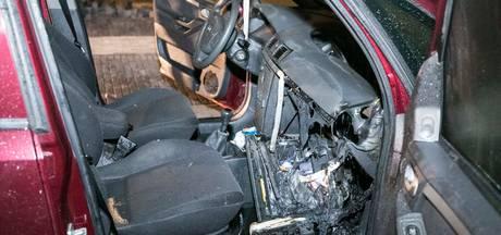 Auto verloren door brand in dashboard